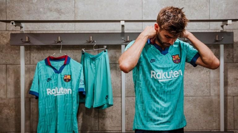В Барселона представиха третия си екип за новия сезон. Той