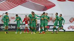 Лидерът във Втора лига се хвали с трио от Левски