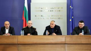 Борисов оставя на умниците да говорят откъде България взима пари, той ги дава