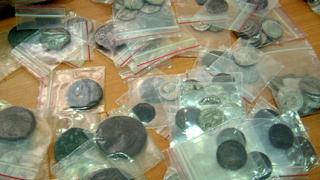 Хванаха на границата близо 500 старинни монети
