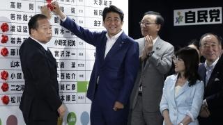 Управляващите в Япония спечелиха достатъчно депутатски места, за да променят пацифистката конституция