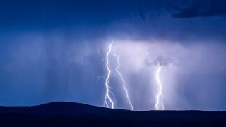 Силна буря се разрази над София и района