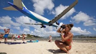 Въздушна струя от самолетен двигател уби жена на карибски остров