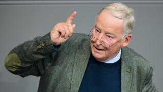 """Свалиха имунитета на лидер на """"Алтернатива за Германия"""""""