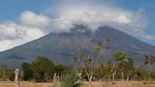 "Вулканът ""Агунг"" на о. Бали може да изригне всеки момент"