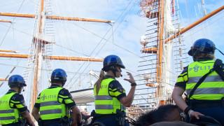 Отчетоха дискриминация в забраната за мюсюлманска забрадка в холандската полиция