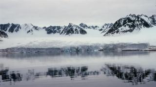 Топят се трилиони тонове лед по полюсите, установи НАСА