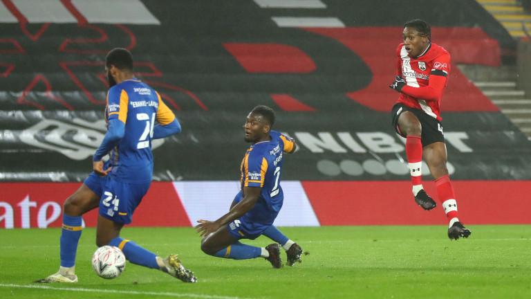 Саутхамптън победи Шрусбъри с 2:0 в последния мач от 1/32-финалите