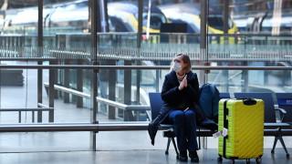Забраниха разговорите по телефон в парижкото метро