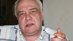 Милицията в Санкт Петербург конвоира Владимир Буковски