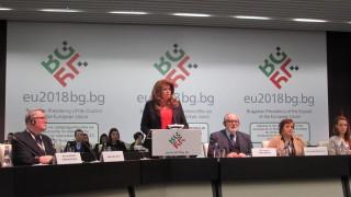 Йотова увери делегатите от КОСАК: Българското председателство има своите силни позиции
