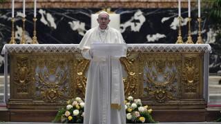 Папа Франциск се възстановява нормално след операцията