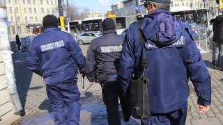 Задържаха 9 души по време на спецакция във Варна