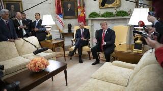 НАТО удължило мандата на Столтенберг, за да попречи на Тръмп да посочи наследник
