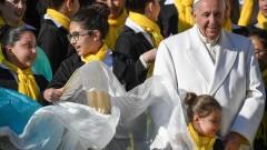 Папата заклейми фалшивите новини като зло