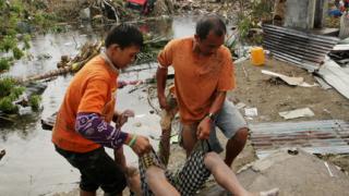Жертвите на тайфуна Хаян надхвърлиха 6000