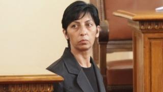Депутат от ГЕРБ събира почернени майка пред Съдебната палата