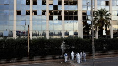 """Неизвестни хвърлиха """"коктейл Молотов"""" по сградата на телевизия Skai в Атина"""
