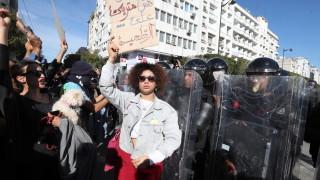 Хиляда арестувани демонстранти за 2 седмици в Тунис