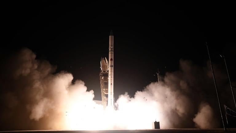 Израел изстреля шпионски сателит за следене на врагове