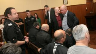 Още двама от даяджиите излизат от ареста