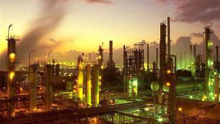 Акциите на петролните компании се качват заедно със суровината