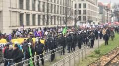 """Сблъсъци между полиция и протестиращи срещу """"Алтернатива за Германия"""""""
