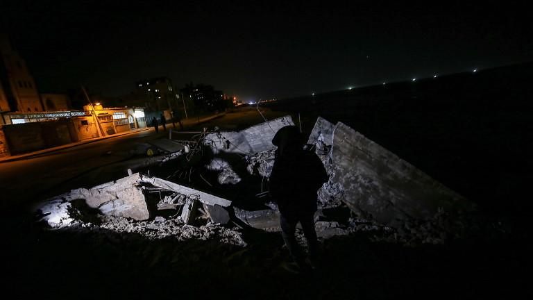 Израелската армия бомбардира позицията на палестинското радикално движение Хамас в