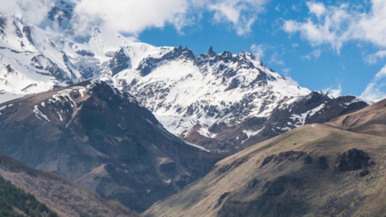 Петима руски алпинисти загинаха при опит да изкачат връх Елбрус