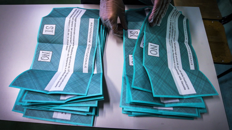 Италианцитеодобриханамаляване на броя на депутатите с 1/3, показват предварителните резултати,