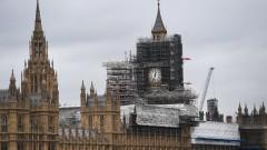 Британските депутати напускат Уестминстърския дворец за най-малко 6 г.