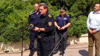В Благоевград посрещнаха като герои пожарникарите, отводнявали в Скопие