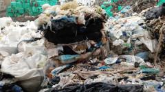 Служители от община Своге изхвърляли боклуци в дефилето на река Искър