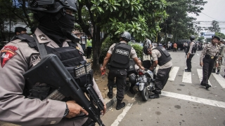 Две експлозии до автобусна спирка в Джакарта, Индонезия