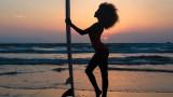 Тина Кунаки и секси провокациите ѝ на плажа