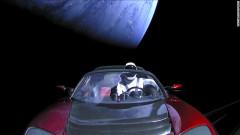 Колата на Илън Мъск прелетя край Марс с 44 500 мили в час