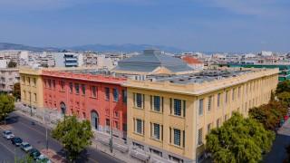 Един от най-богатите гърци реставрира емблематична изоставена цигарена фабрика в Атина