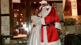 Разберете кой е високият Дядо Коледа на снимката
