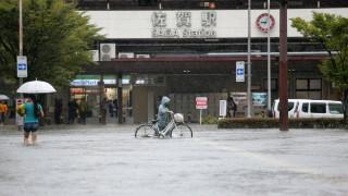 Наводнения в Япония взеха 10 жертви