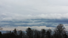 Облачно, с валежи от дъжд, възможни са поледици