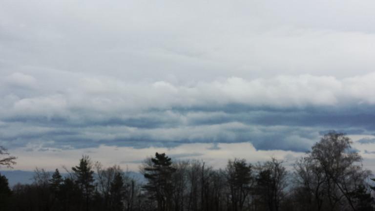 Дъжд и облаци в неделя