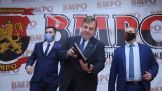 Каракачанов към Скопие: Не търсете скандал другаде, в собствения ви двор е