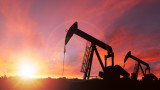 Петролът поскъпна над $43 за барел. Силен спад на запасите в САЩ