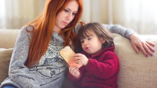 Хиляди мобилни приложения следят деца