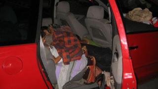 Турчин, скрит между седалките на кола, откриха митничари