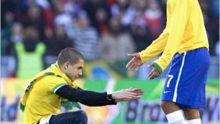 Челси предлага Дрогба за Роналдиньо и Деко
