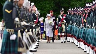 Притеснена за света, в който живеем, кралица Елизабет II откри новата сесия на шотландския парламент