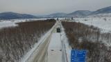 Пътищата са мокри, в значителна част от страната вали сняг