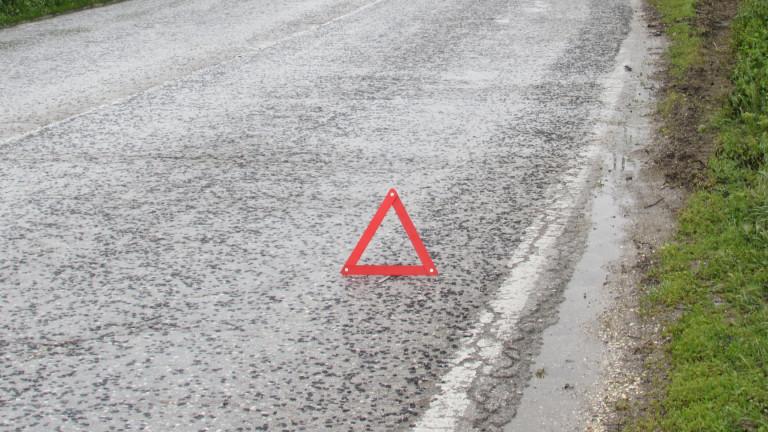Полицаи регулират движението по пътя Шумен-Бургас край Смядово