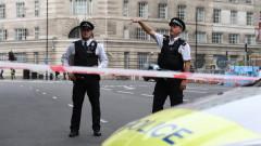 Мъж е ранен близо до правителствените служби в Лондон